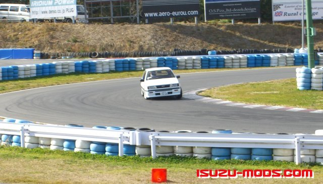 Isuzu-Mods Isuzu Gemini JT190 Race Car on Race Track